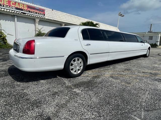 Used 2011 Lincoln Town Car Executive   Miami, FL